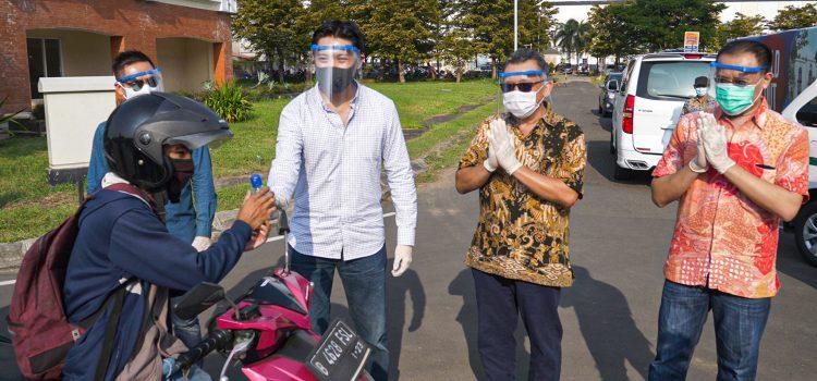 Jababeka Bagikan 5.000 Paket Hand Sanitizer dan Masker Gratis ke Masyarakat Sekitar Kota Jababeka